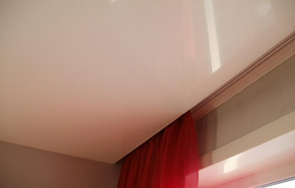 она натяжные потолки и карнизы к ним фото идет